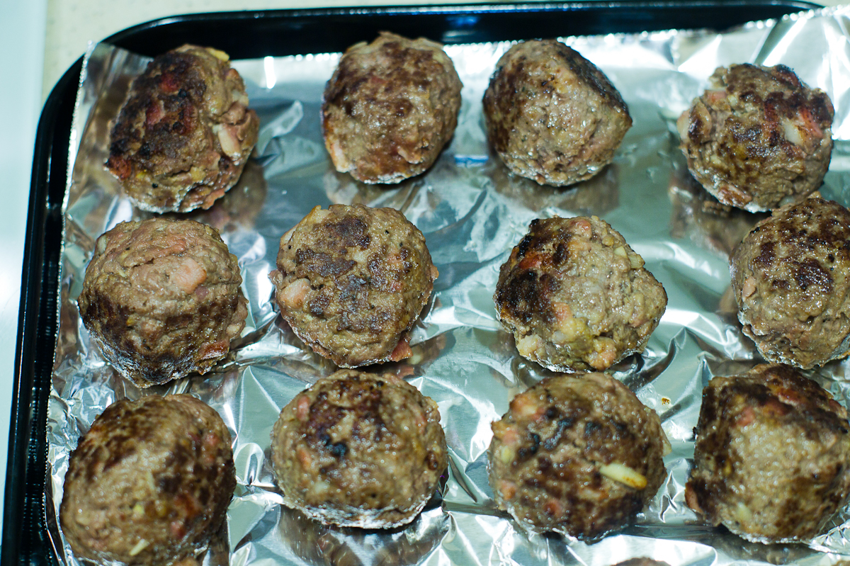 that food cray diy meatballs 15 DIY Cray !!! Cheese Stuffed Pancetta and Beef Meatballs