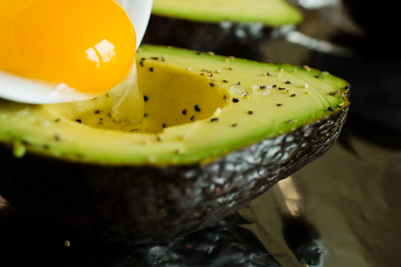 that food cray diy avocado egg 13 DIY Cray !!! Baked Avocado and Egg!