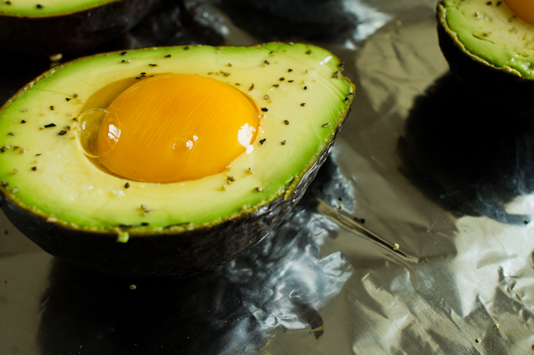 that food cray diy avocado egg 14 DIY Cray !!! Baked Avocado and Egg!