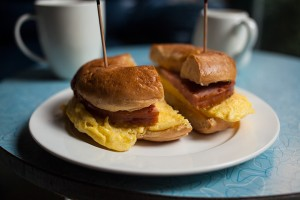 fast-food-gourmand-flying-pan-sunrise-bagel-sandwich-french-toast-0