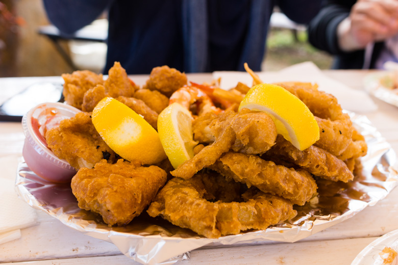 that-food-cray-hawaii-north-shore-oahu-food-truck-vjs-dogs-burgers-16