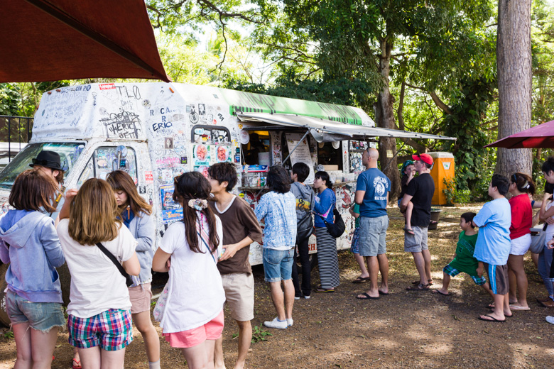 that-food-cray-hawaii-north-shore-oahu-food-truck-vjs-dogs-burgers-4