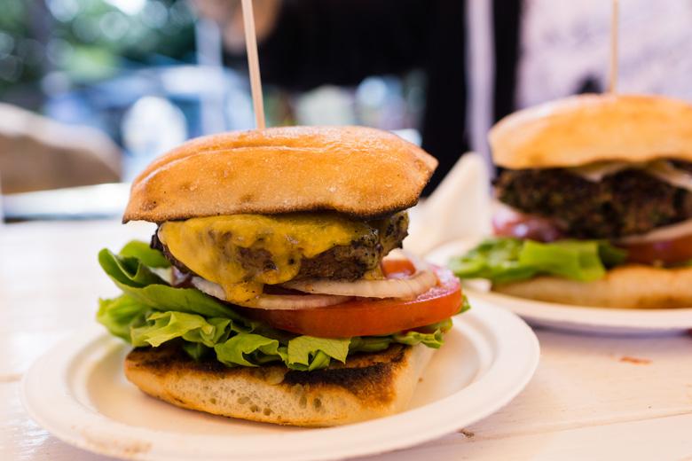 that-food-cray-hawaii-north-shore-oahu-food-truck-vjs-dogs-burgers-9