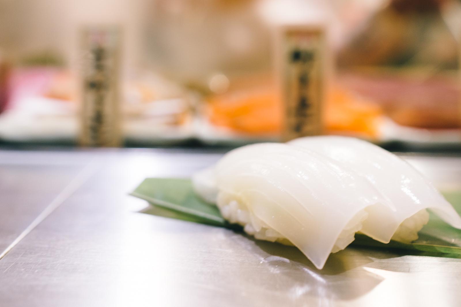 that-food-cray-tokyo-japan-standing-sushi-shibuya-restaurant-11