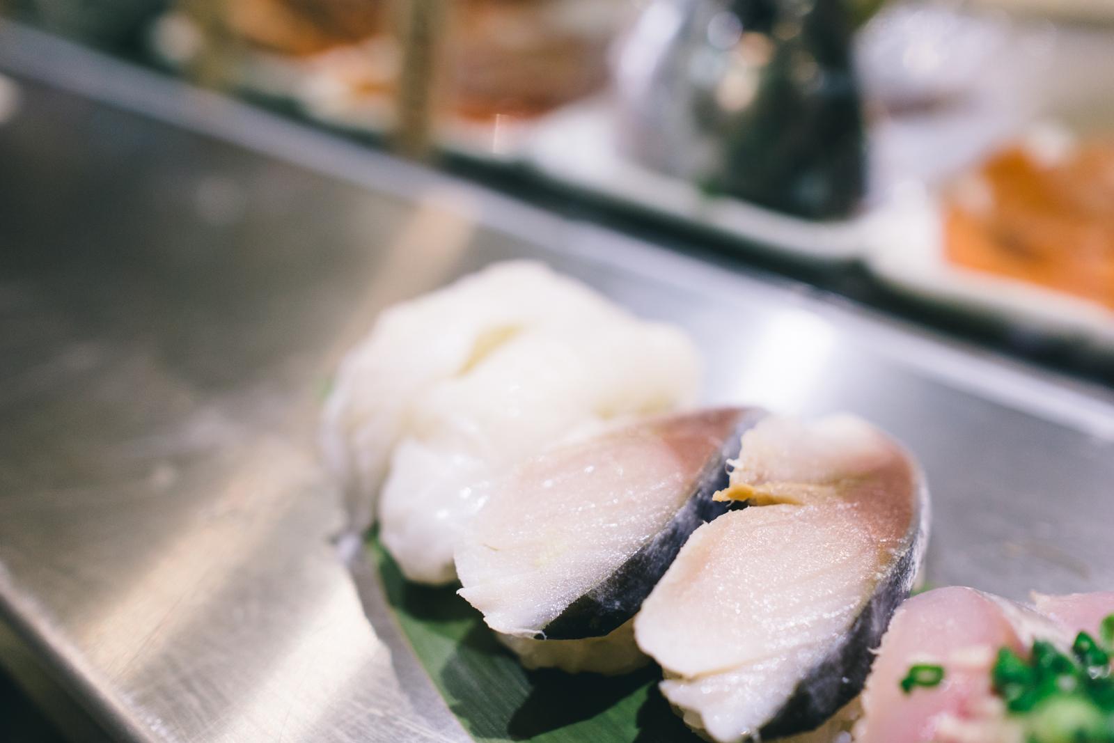 that-food-cray-tokyo-japan-standing-sushi-shibuya-restaurant-17