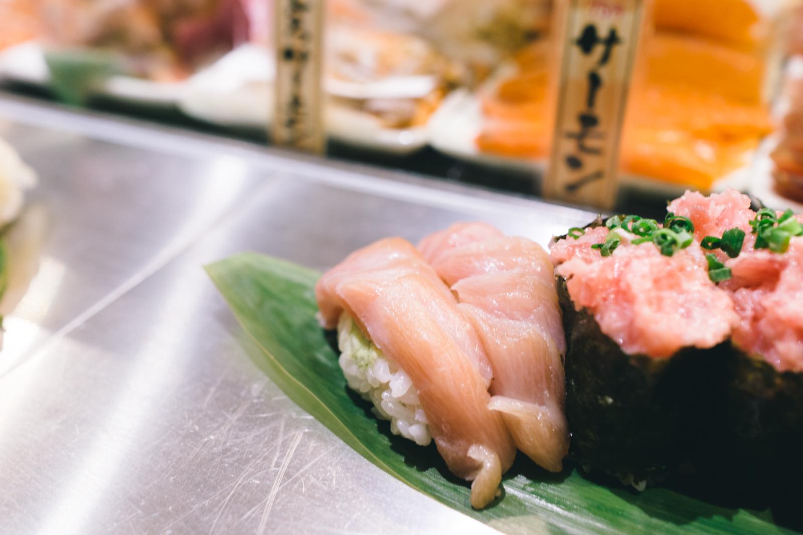 that-food-cray-tokyo-japan-standing-sushi-shibuya-restaurant-3