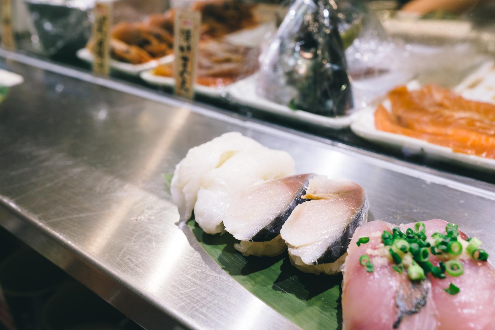 that-food-cray-tokyo-japan-standing-sushi-shibuya-restaurant-6