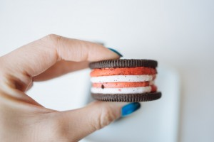 that-food-cray-candy-cane-oreos-christmas-5
