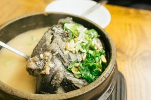 that-food-cray-ginseng-rice-stuffed-chicken-soup-samgyetang-seoul-korea-tosokchon-8
