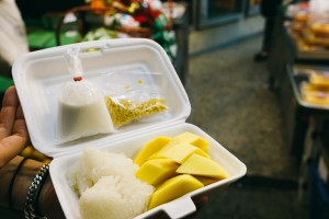 bangkok-thailand-best-mango-sticky-rice-thong-lor-mae-varee-fruit-shop-8