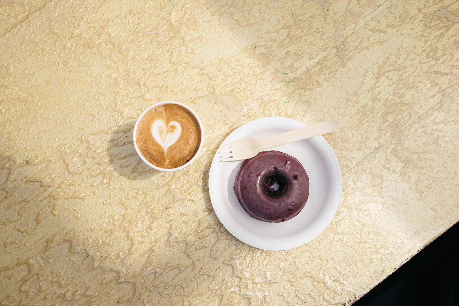 los-angeles-cray-coffee-spots-you-need-to-know-about-andante-line-cafe-deus-graffiti-sublime-intelligentsia-stumptown-3
