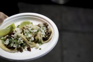 taco-dollar-food-truck-lennox-inglewood-parking-lot-churros-goddess-los-angeles-california-3