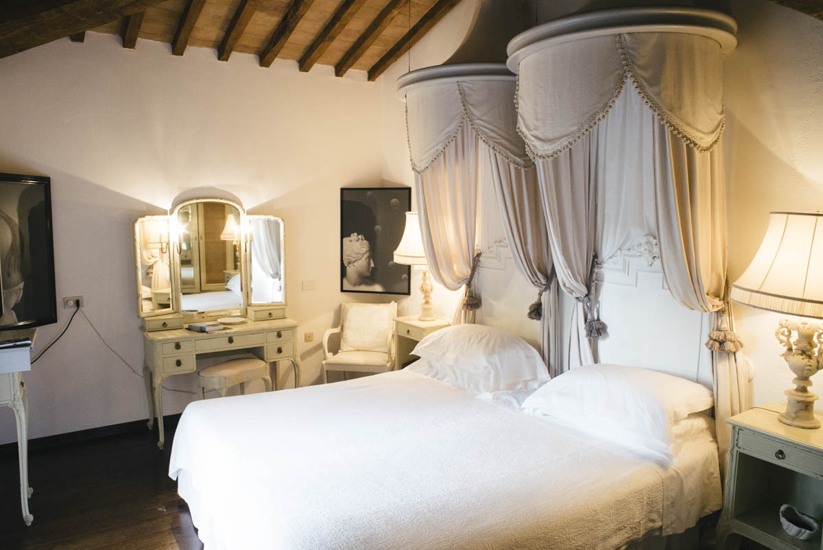 where-to-stay-in-tuscany-relais-la-suvera-in-siena-italy-25