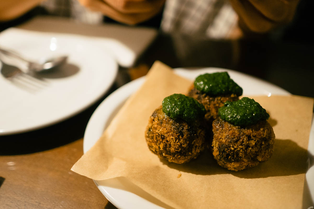 hong-kong-cray-second-draft-gastropub-in-tai-hang-2-squid-ink-croquettes