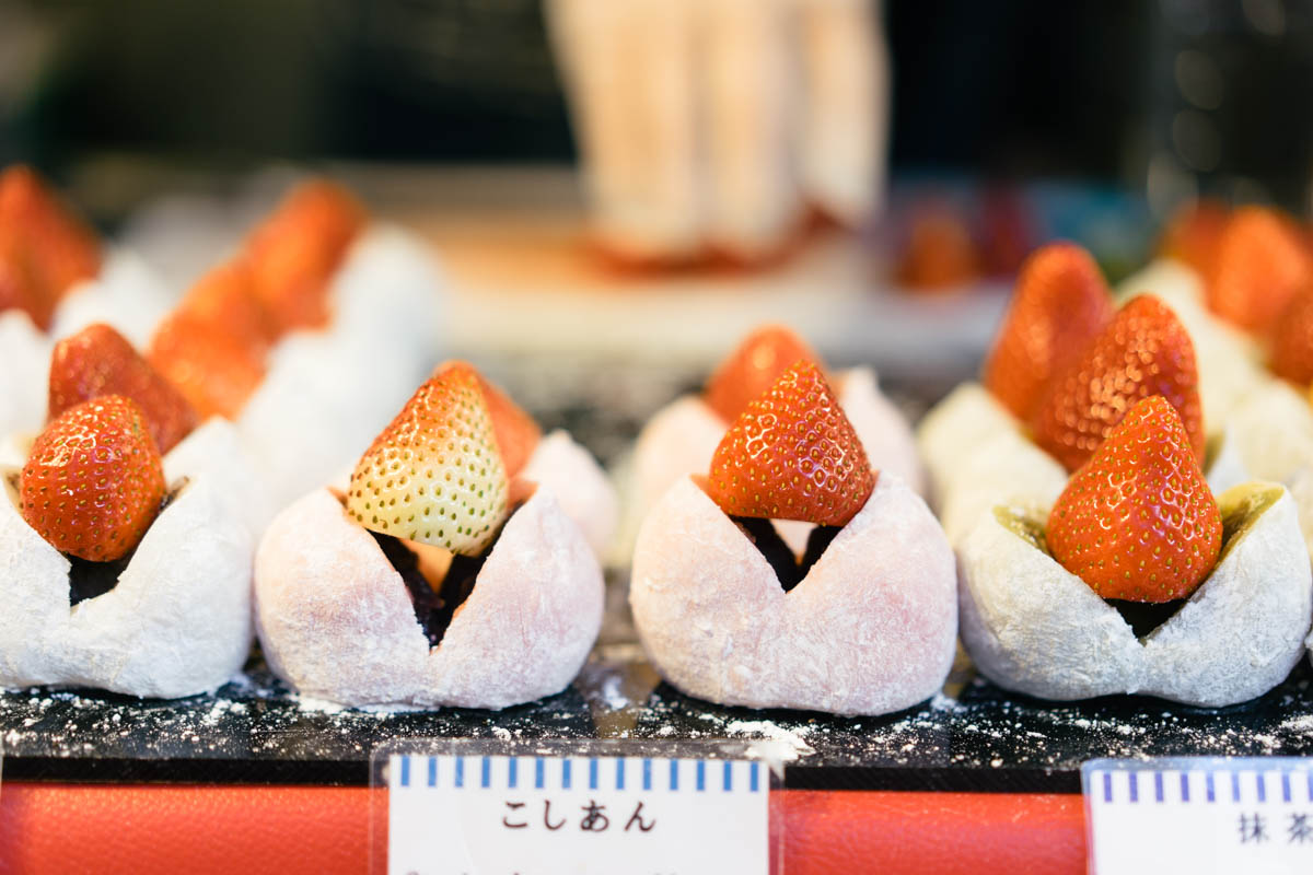 that-food-cray-the-crayest-desserts-of-2016-5-daifuku-strawberry-mochi